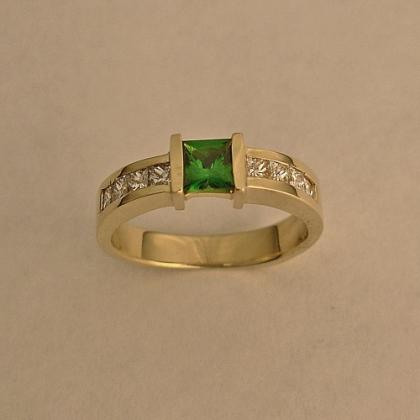 14 Karat Yellow Gold Wedding Ring with Diamond and Green Garnet (Tsavorite)