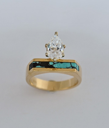 Gold Engagment ring with Pear Shape Diamond