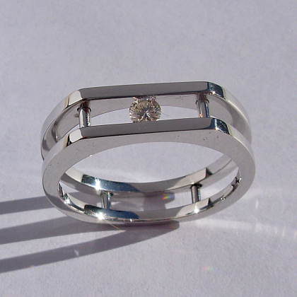 Mens : Ladies 14 Karat White Gold Ring with Round Channel Set Diamond