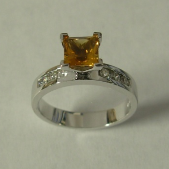 White Gold Ring With Citrine And Diamonds