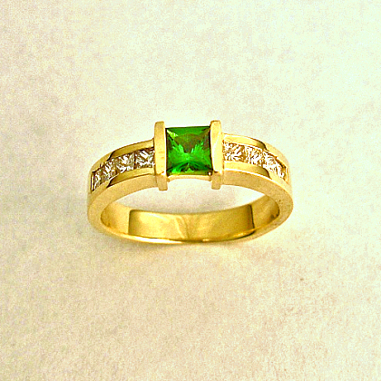 Gold Ring With Tsavorite (Green Garnet) And Diamonds